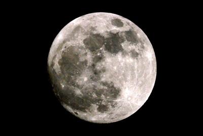 もうすぐ太陽に重なる月 2012/5/5 19:30撮影